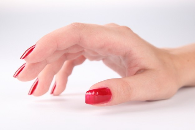 mujer--mano--esmalte-de-unas-rojo--las-manos_3219695